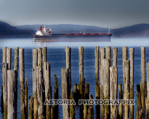 SM-168, tanker, freighter, ship, columbia river, astoria, oregon, mist, fog